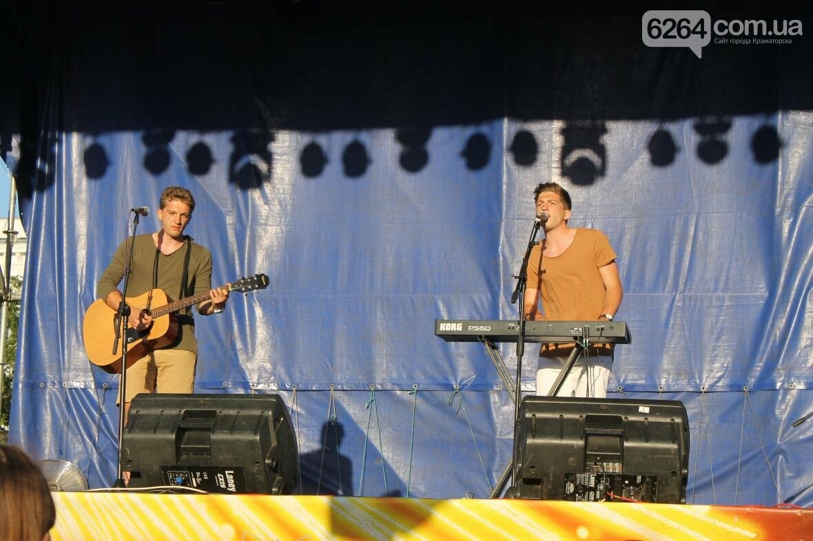 В Краматорске ФК «Маэстро» дали праздничный концерт, фото-1
