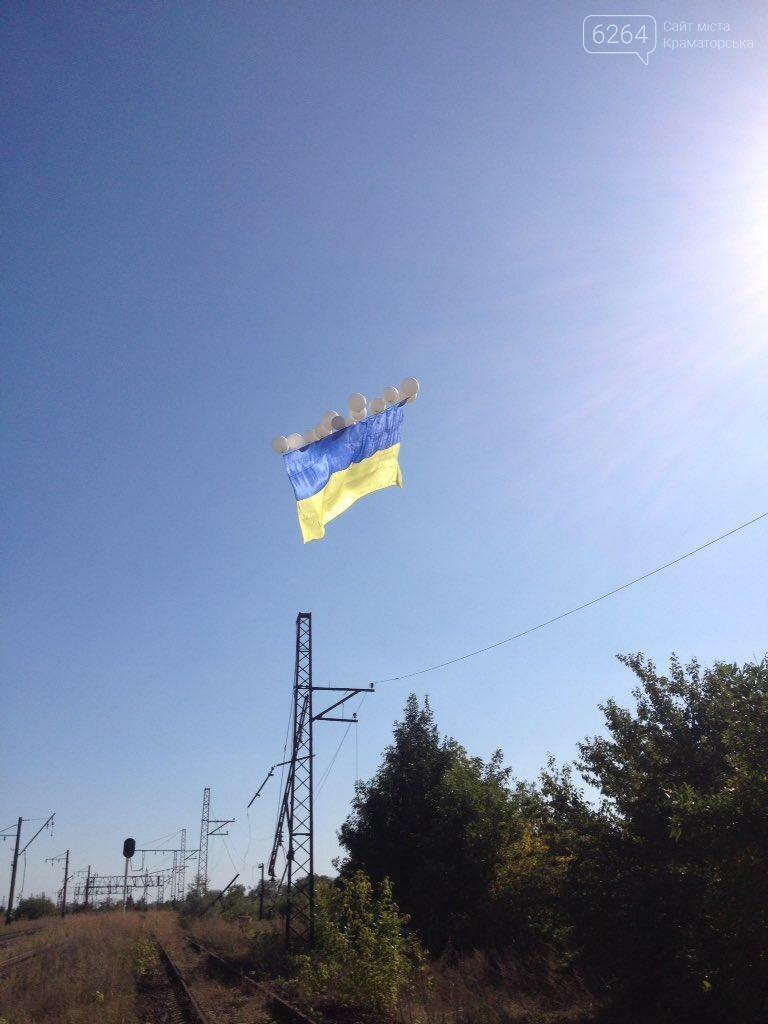 В небо над Донецком подняли флаг Украины, фото-2