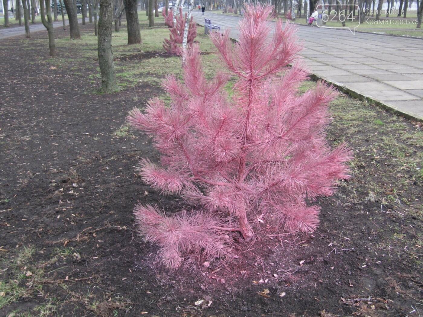 В Краматорске ели были зелеными, а стали – розовыми, фото-1