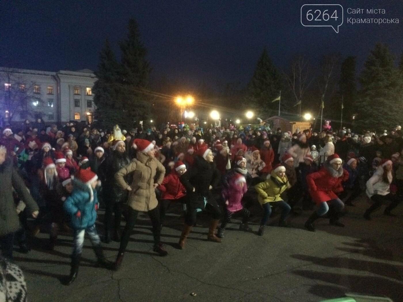 В Краматорске засиял главный символ наступления Нового года – праздничная елка, фото-3