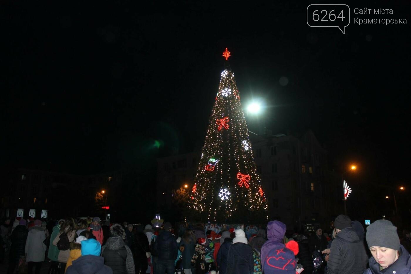 В Краматорске засиял главный символ наступления Нового года – праздничная елка, фото-1