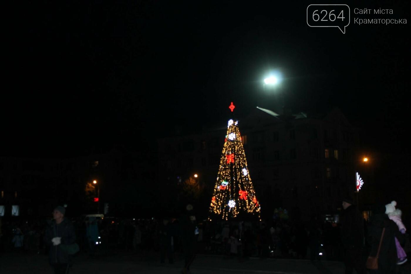 В Краматорске засиял главный символ наступления Нового года – праздничная елка, фото-2