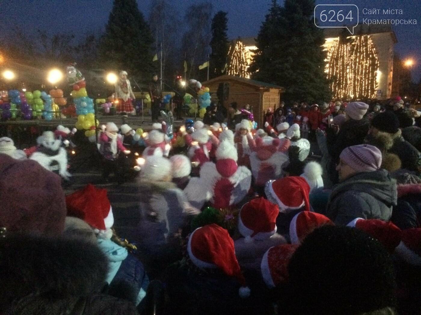 В Краматорске засиял главный символ наступления Нового года – праздничная елка, фото-5