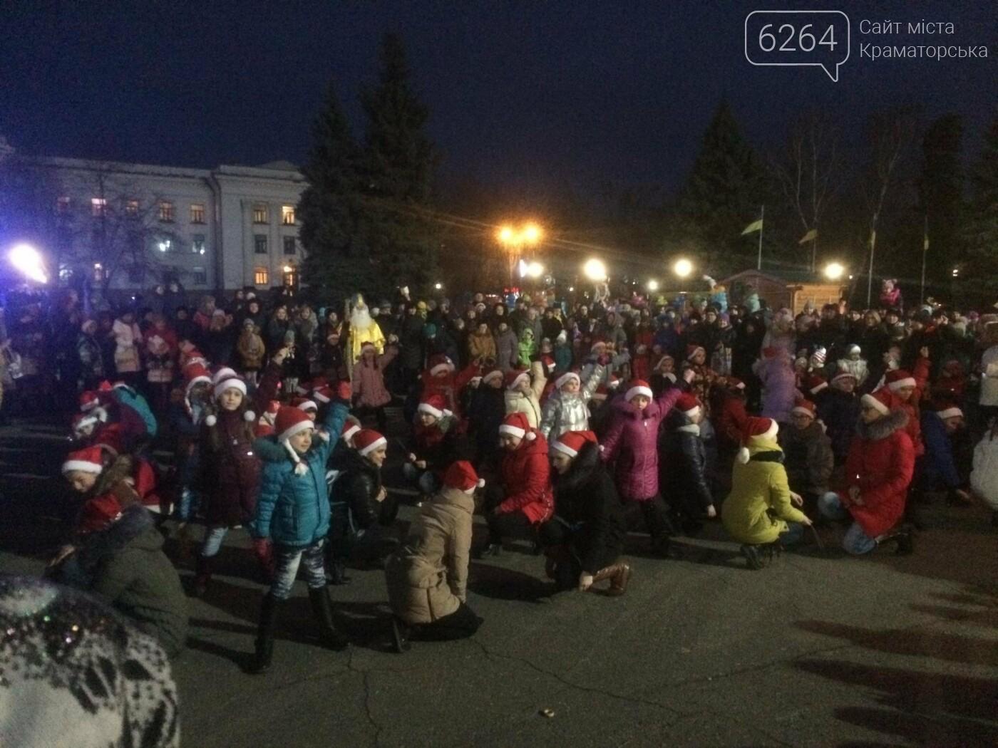 В Краматорске засиял главный символ наступления Нового года – праздничная елка, фото-7