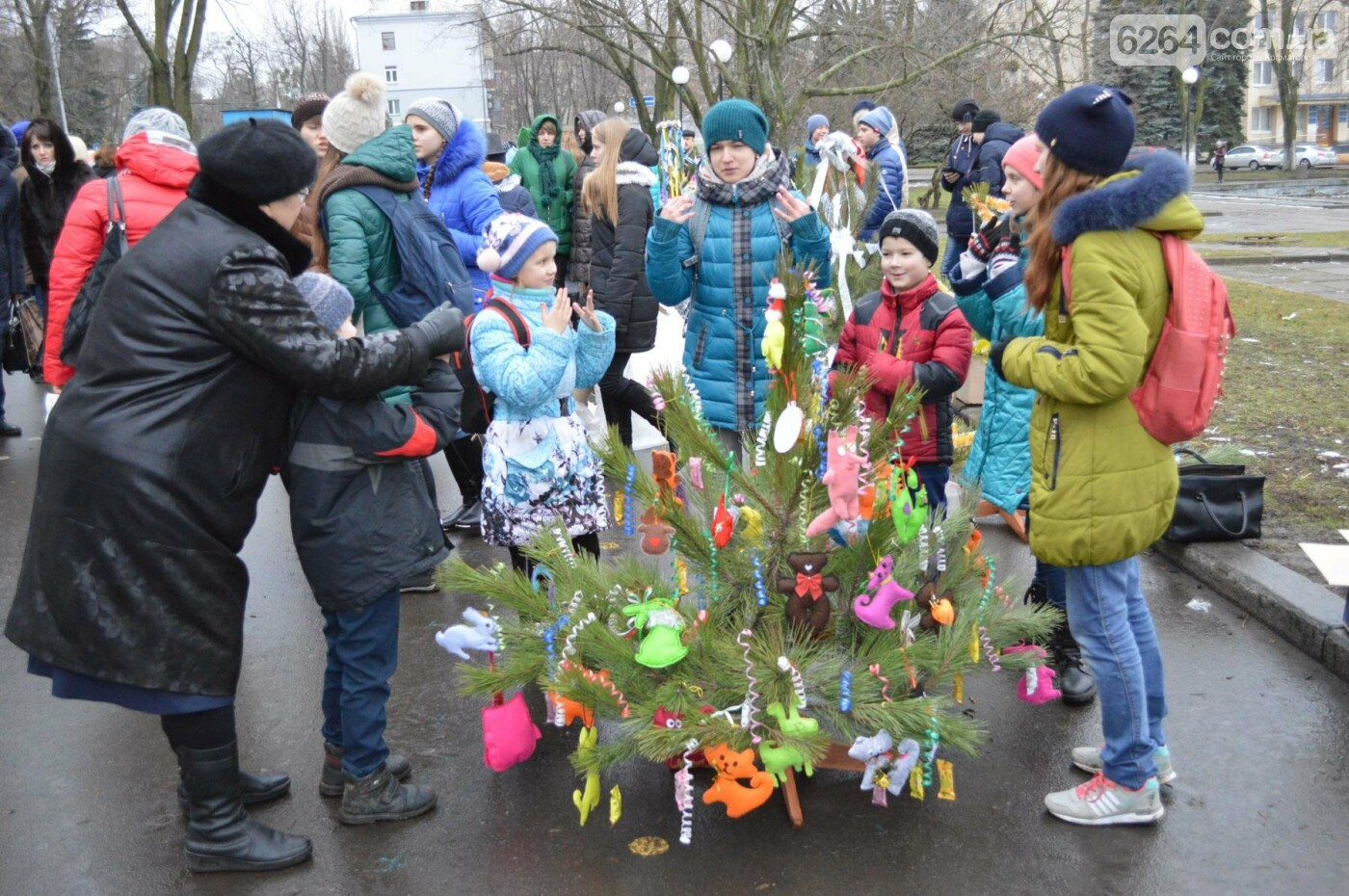 В Краматорске стартовал парад елок, фото-1