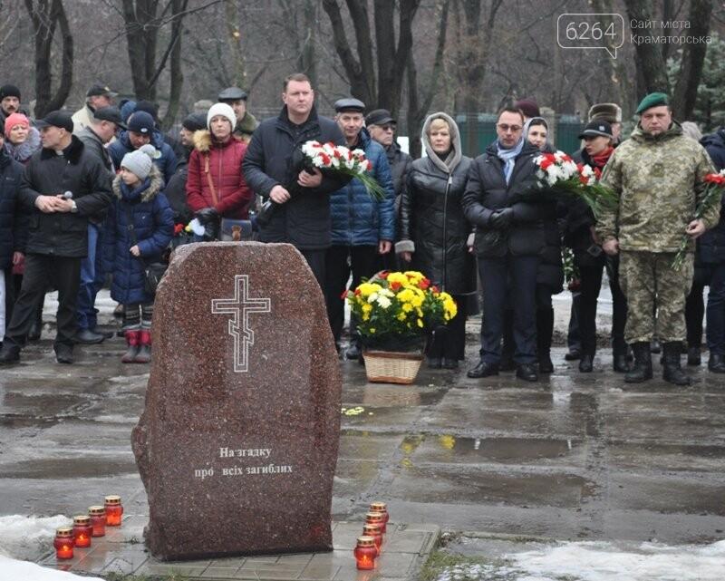 Третья годовщина трагедии Краматорска: минута молчания и открытие мемориала «Сколько людей еще должно погибнуть?», фото-1