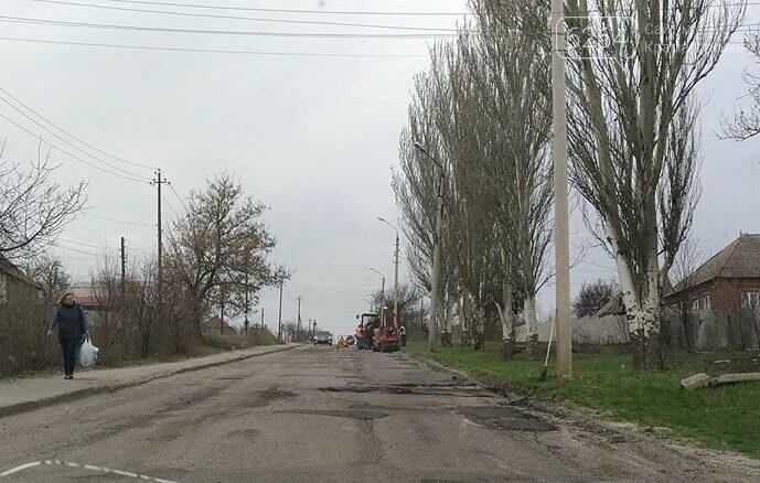 В Старом городе коммунальщики зашевелились: начат ремонт дорожного покрытия, фото-2