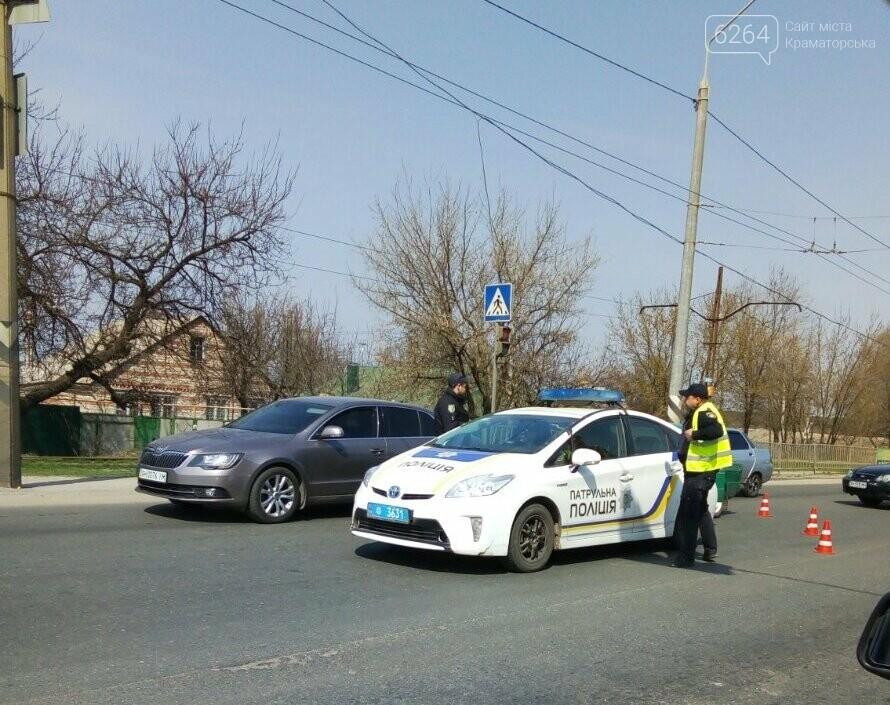 В Краматорске «ВАЗ» наехал на служебное авто патрульных (ОБНОВЛЕНО), фото-2