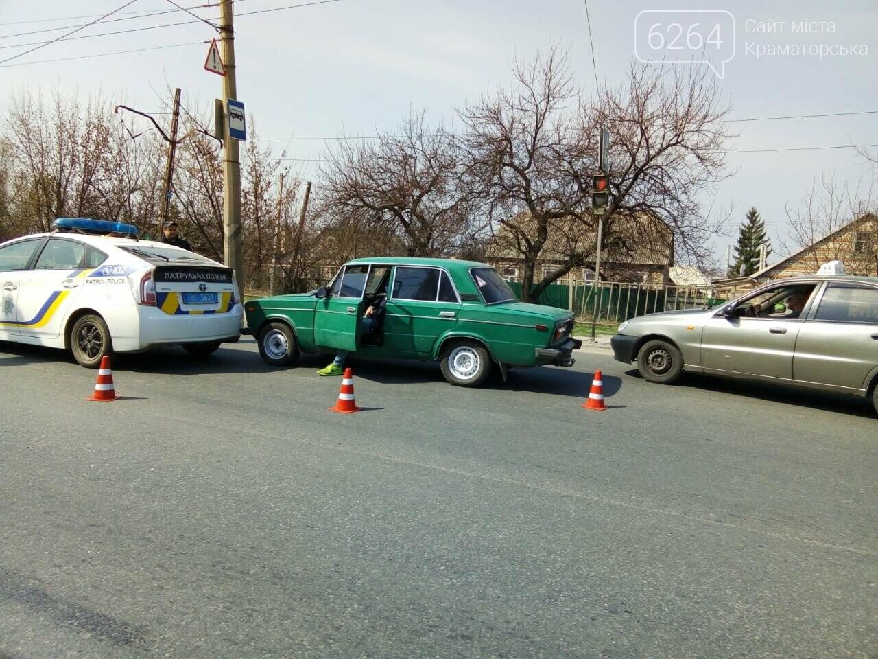 В Краматорске «ВАЗ» наехал на служебное авто патрульных (ОБНОВЛЕНО), фото-1