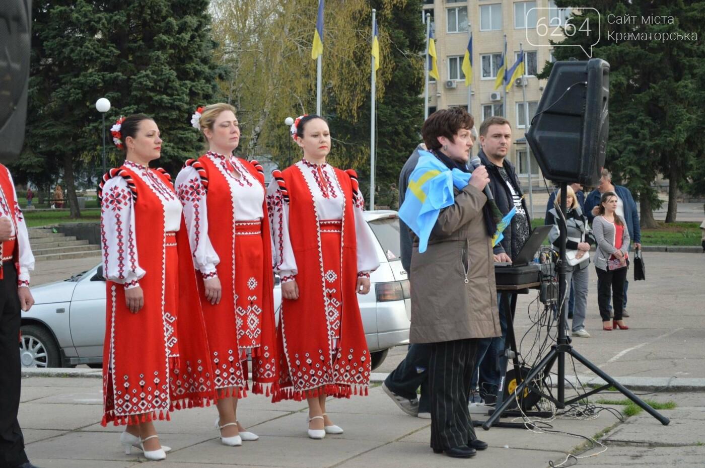 «Хай пам'ятає кремлівська тварина: Краматорськ – це Україна»: центром міста пройшов марш єдності, фото-8