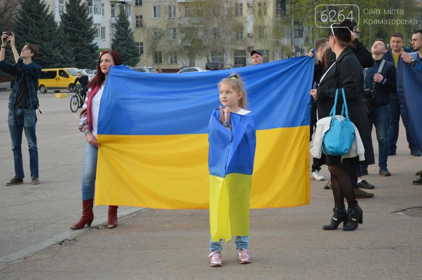 «Хай пам'ятає кремлівська тварина: Краматорськ – це Україна»: центром міста пройшов марш єдності, фото-9