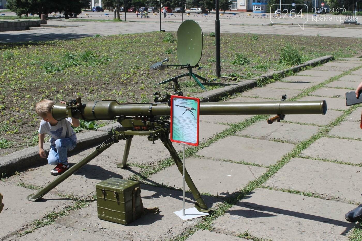 В Краматорске пограничники демонстрируют горожанам вооружение и военную технику , фото-7