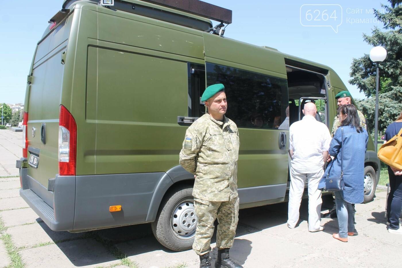 В Краматорске пограничники демонстрируют горожанам вооружение и военную технику , фото-8