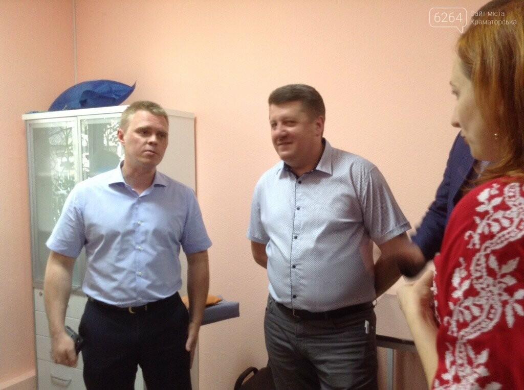 Глава ДонОВГА и первые лица Краматорска с рабочим визитом  побывали в отремонтированной амбулатории в Шабельковке , фото-6