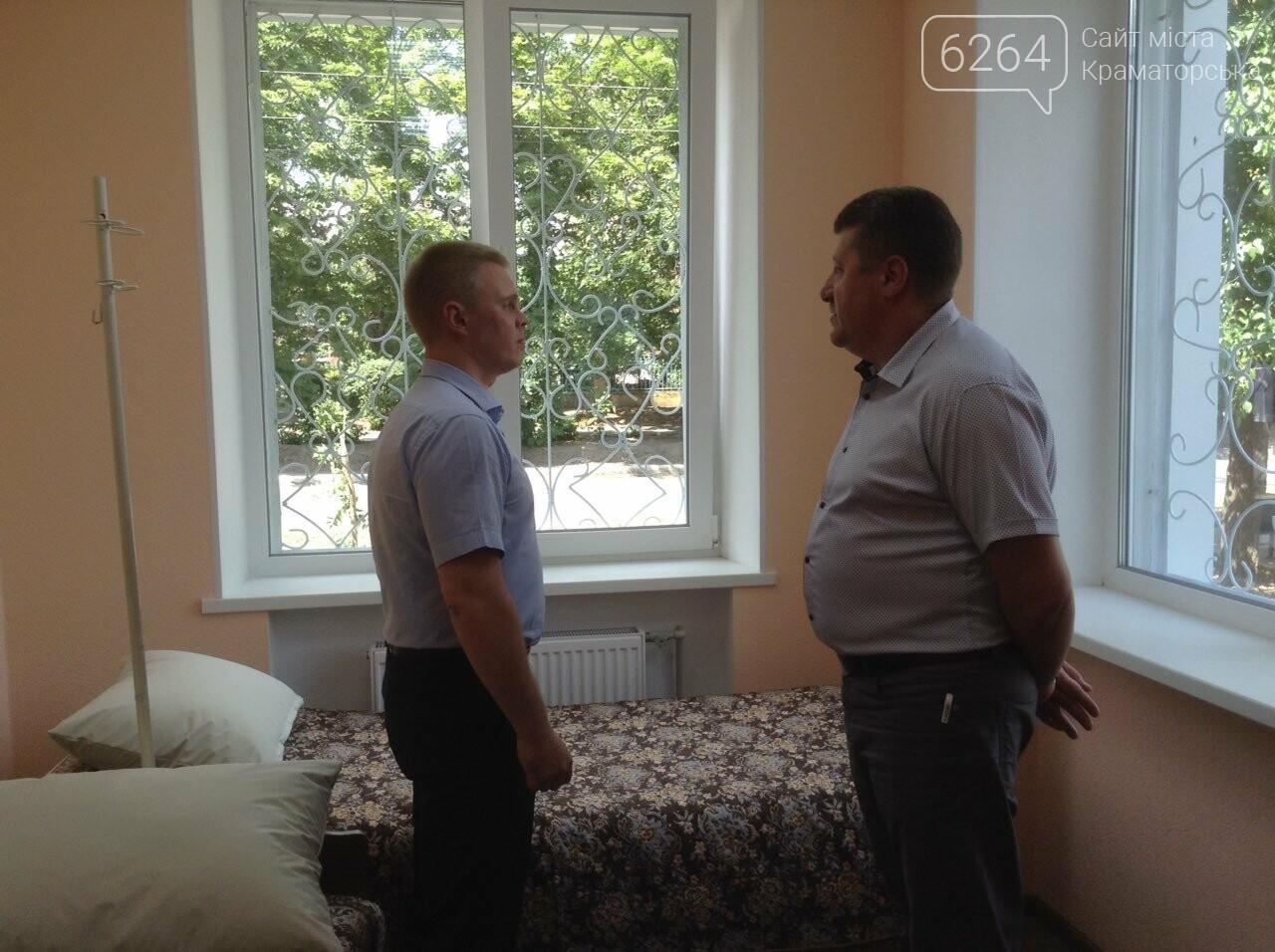 Глава ДонОВГА и первые лица Краматорска с рабочим визитом  побывали в отремонтированной амбулатории в Шабельковке , фото-7