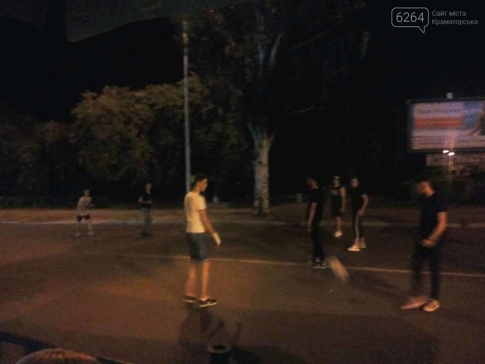 Краматорские ночи: dubstep и футбол на проезжей части, фото-1