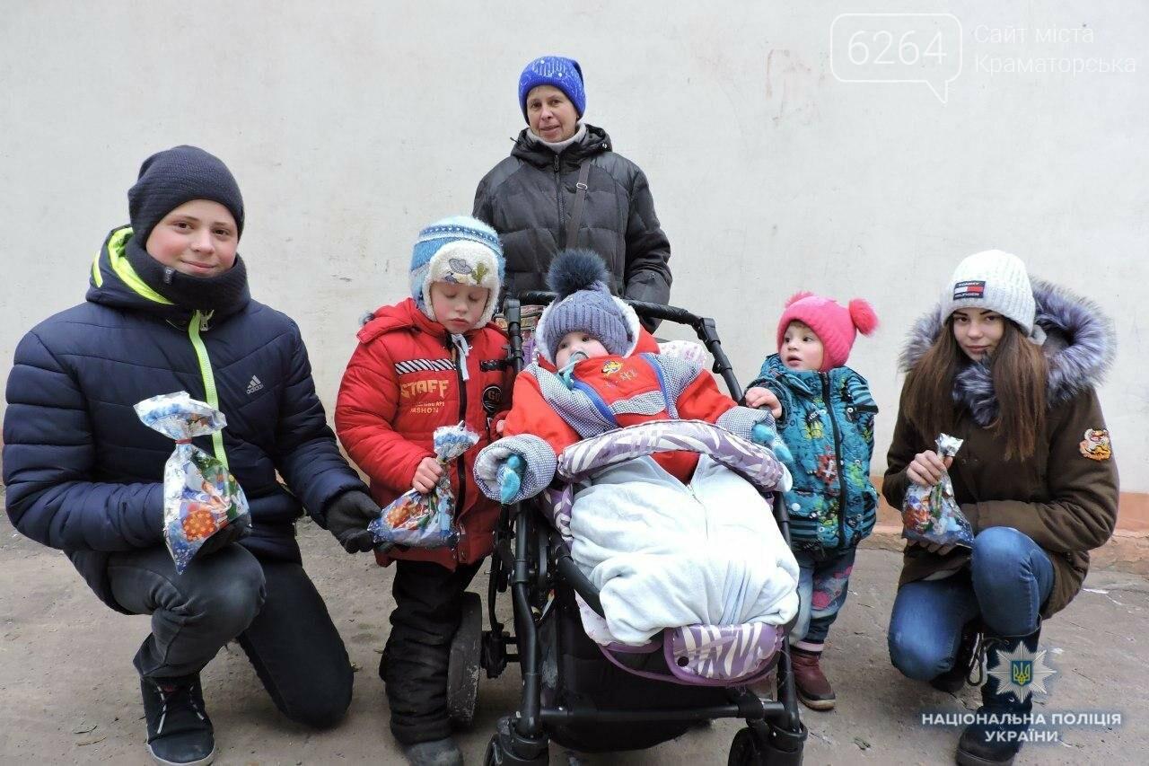 Краматорские лиговцы поздравили малышей с Днем святого Николая, фото-1