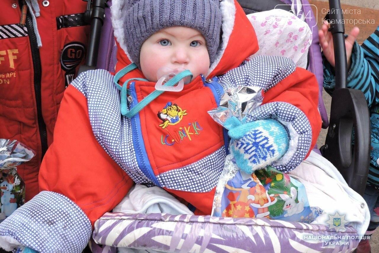 Краматорские лиговцы поздравили малышей с Днем святого Николая, фото-2