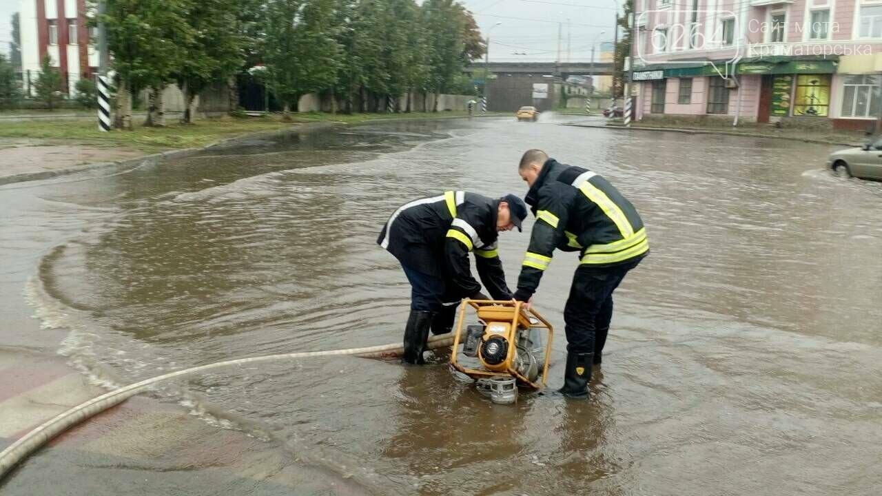 Привокзальна площа у Краматорську перетворилася у море: рятувальники ліквідують наслідки негоди , фото-4