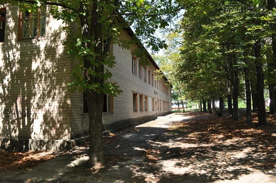 У Краматорську на території біля будівлі колишньої митниці наведено лад, фото-4
