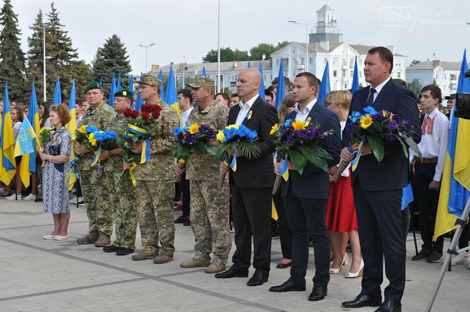 Поднятие государственного флага и праздничный флешмоб: В Краматорске празднуют День флага, фото-2