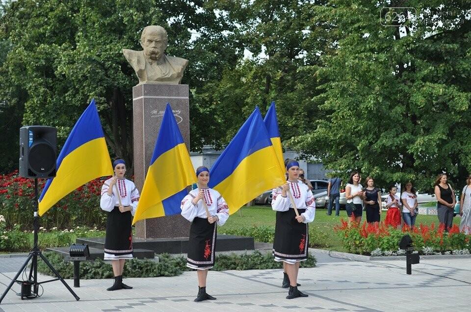 Поднятие государственного флага и праздничный флешмоб: В Краматорске празднуют День флага, фото-3