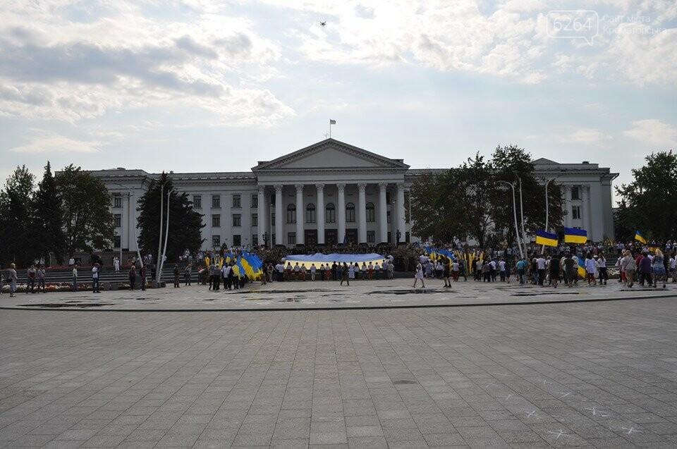 Поднятие государственного флага и праздничный флешмоб: В Краматорске празднуют День флага, фото-4