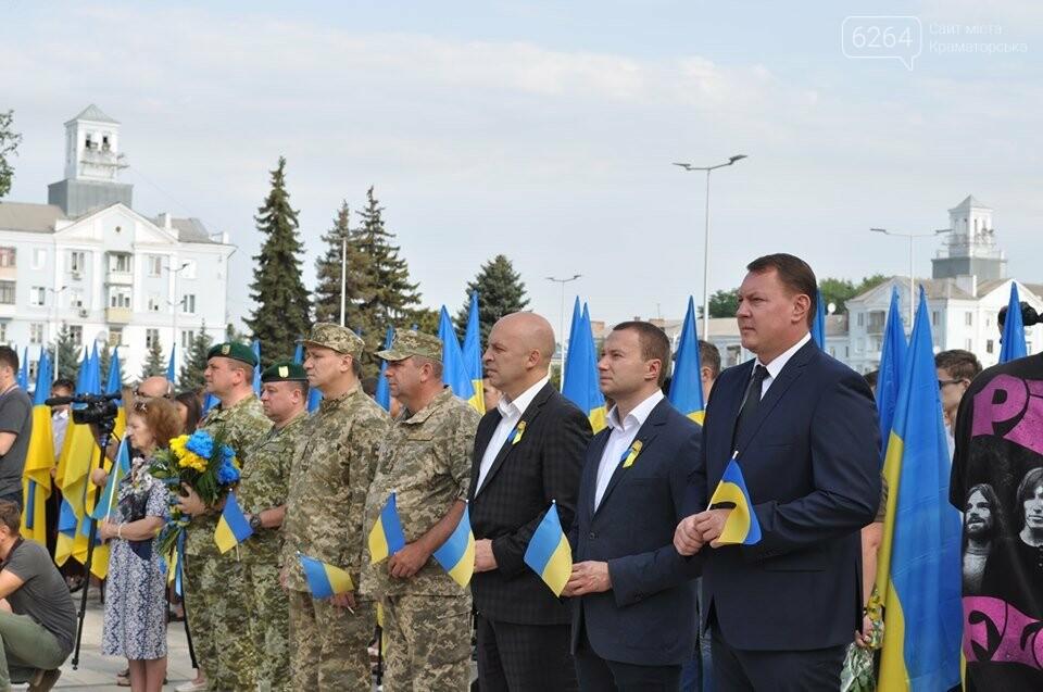 Поднятие государственного флага и праздничный флешмоб: В Краматорске празднуют День флага, фото-5