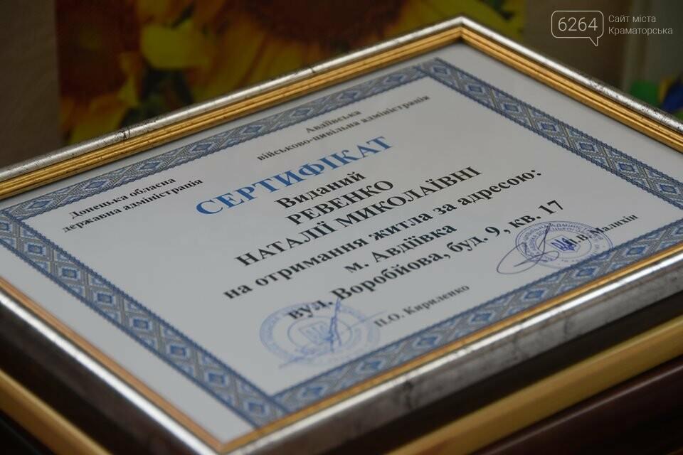 У Краматорську губернатор вручив дітям-сиротам ключі від власних осель, фото-9