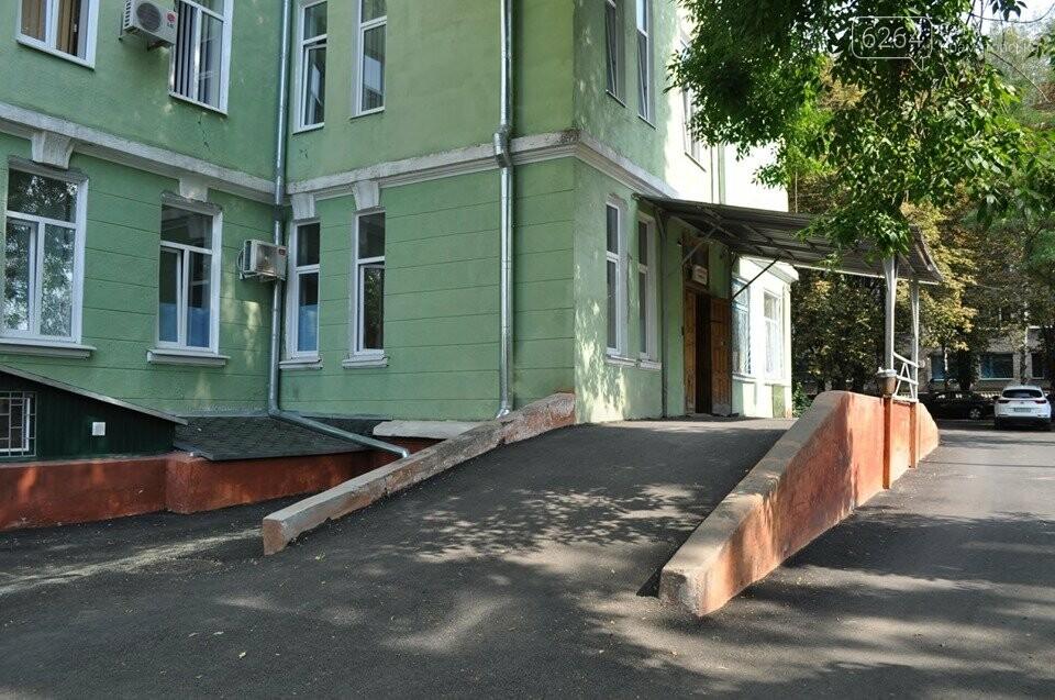 Міський голова перевірив хід виконання ремонтних робіт в ІРЦ та міський лікарні Краматорська, фото-1