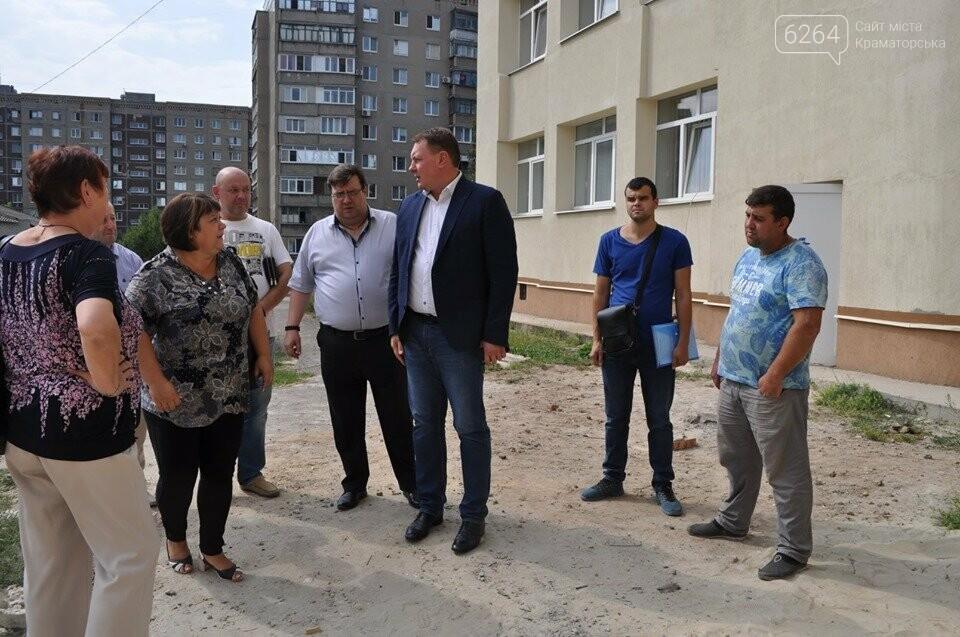 Міський голова перевірив хід виконання ремонтних робіт в ІРЦ та міський лікарні Краматорська, фото-4
