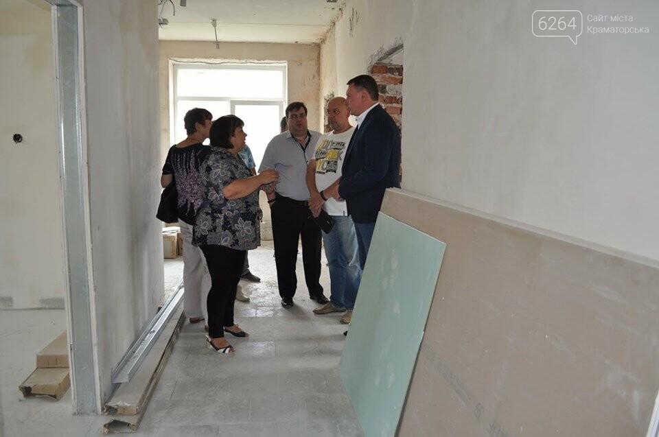 Міський голова перевірив хід виконання ремонтних робіт в ІРЦ та міський лікарні Краматорська, фото-7