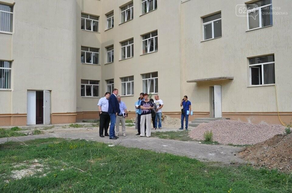 Міський голова перевірив хід виконання ремонтних робіт в ІРЦ та міський лікарні Краматорська, фото-9