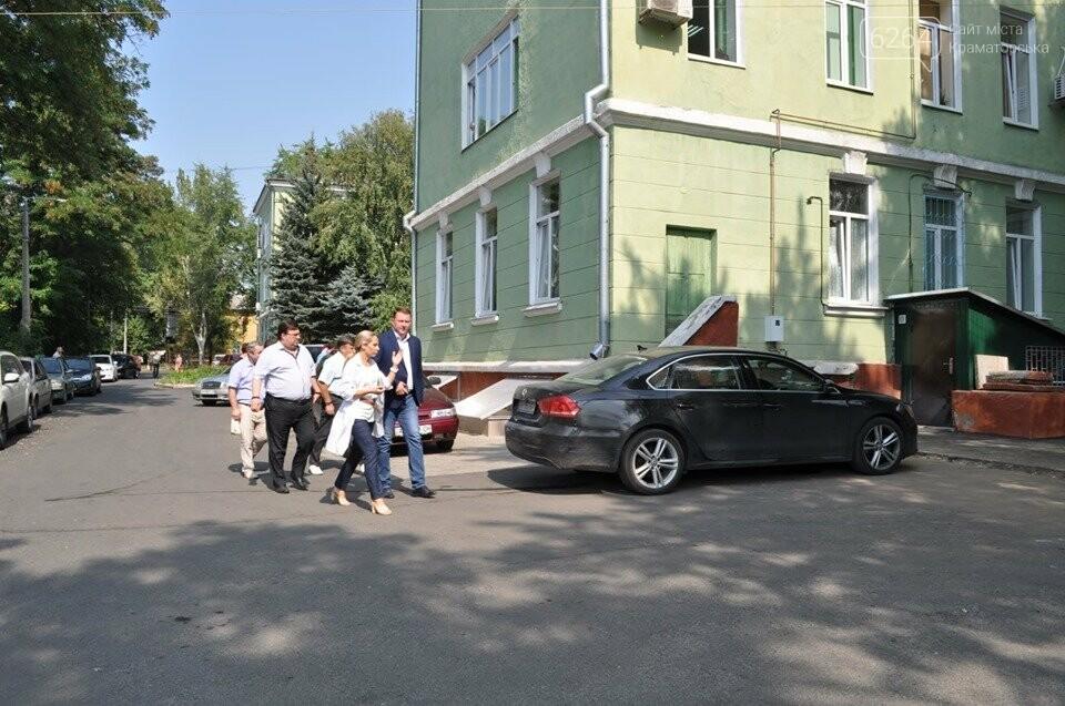 Міський голова перевірив хід виконання ремонтних робіт в ІРЦ та міський лікарні Краматорська, фото-11