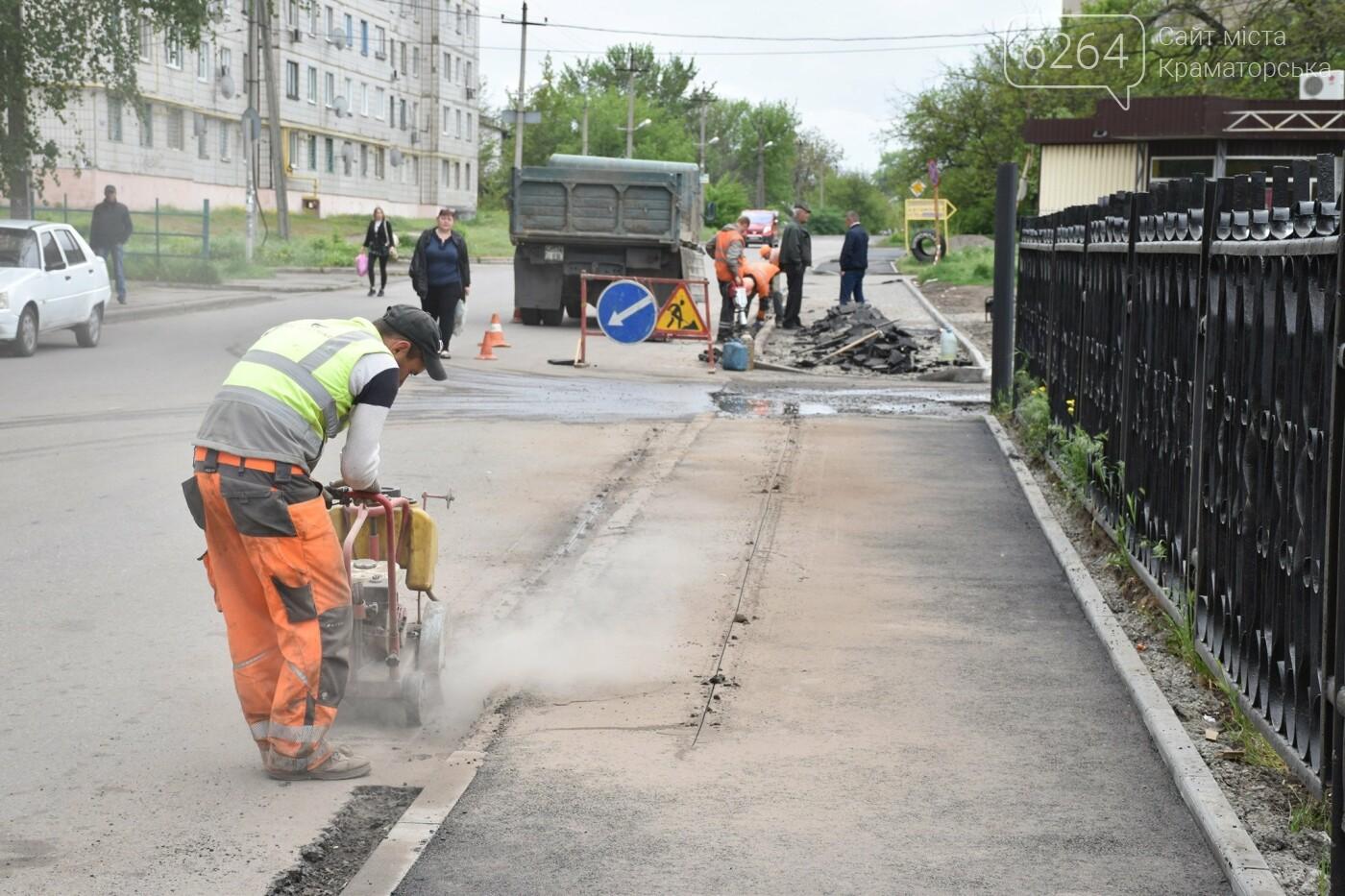 У Краматорську завершується облаштування нового скверу, а також ремонтуються внутрішньоквартальні дороги, фото-1