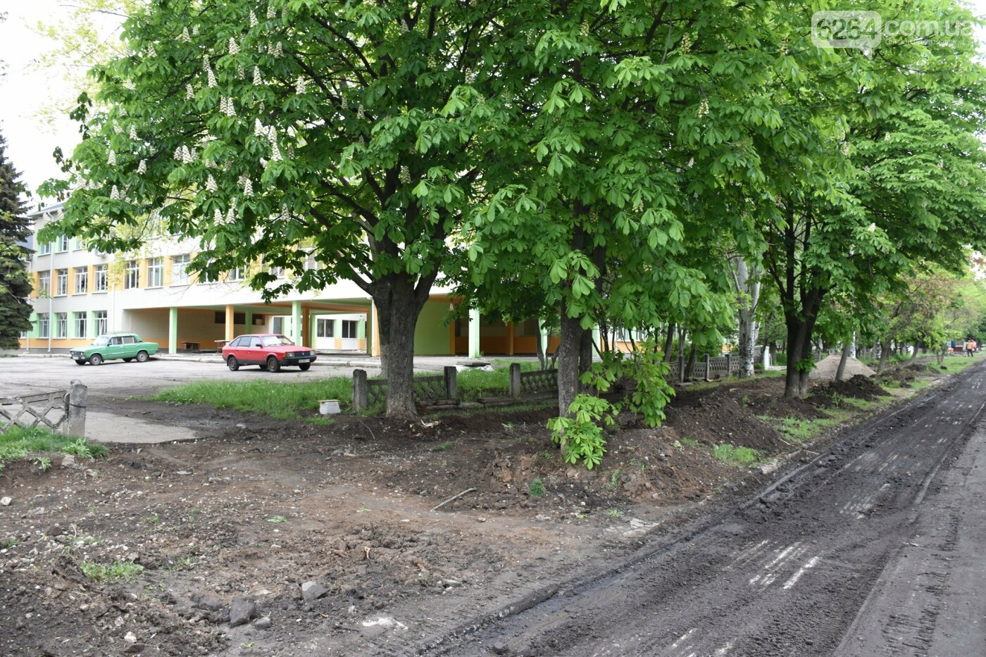 У Краматорську завершується облаштування нового скверу, а також ремонтуються внутрішньоквартальні дороги, фото-3