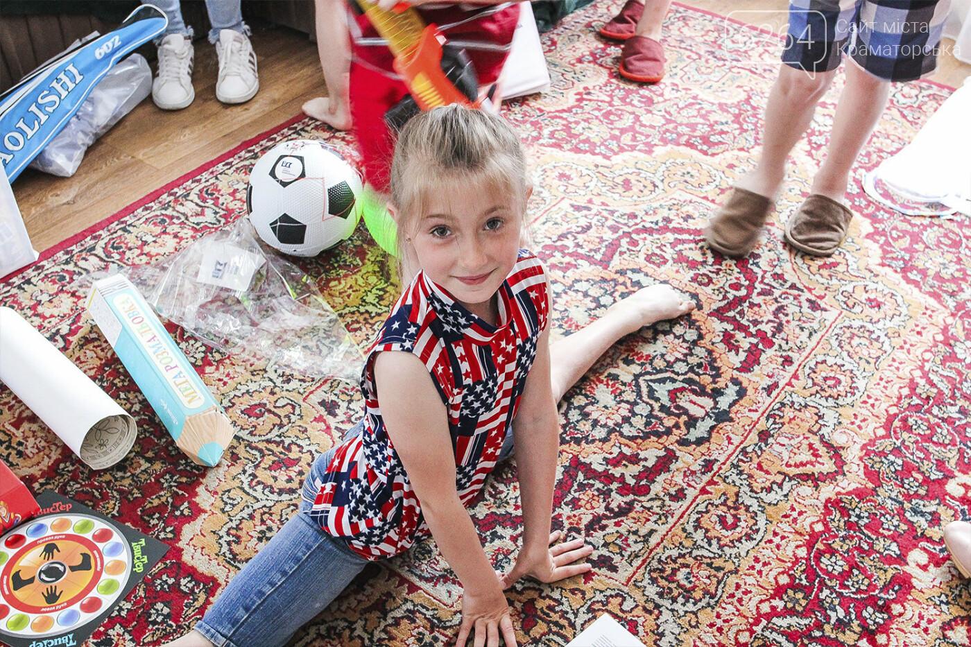День защиты детей на Донетчине: подарки и поздравления от благотворителей и хоккеистов, фото-2