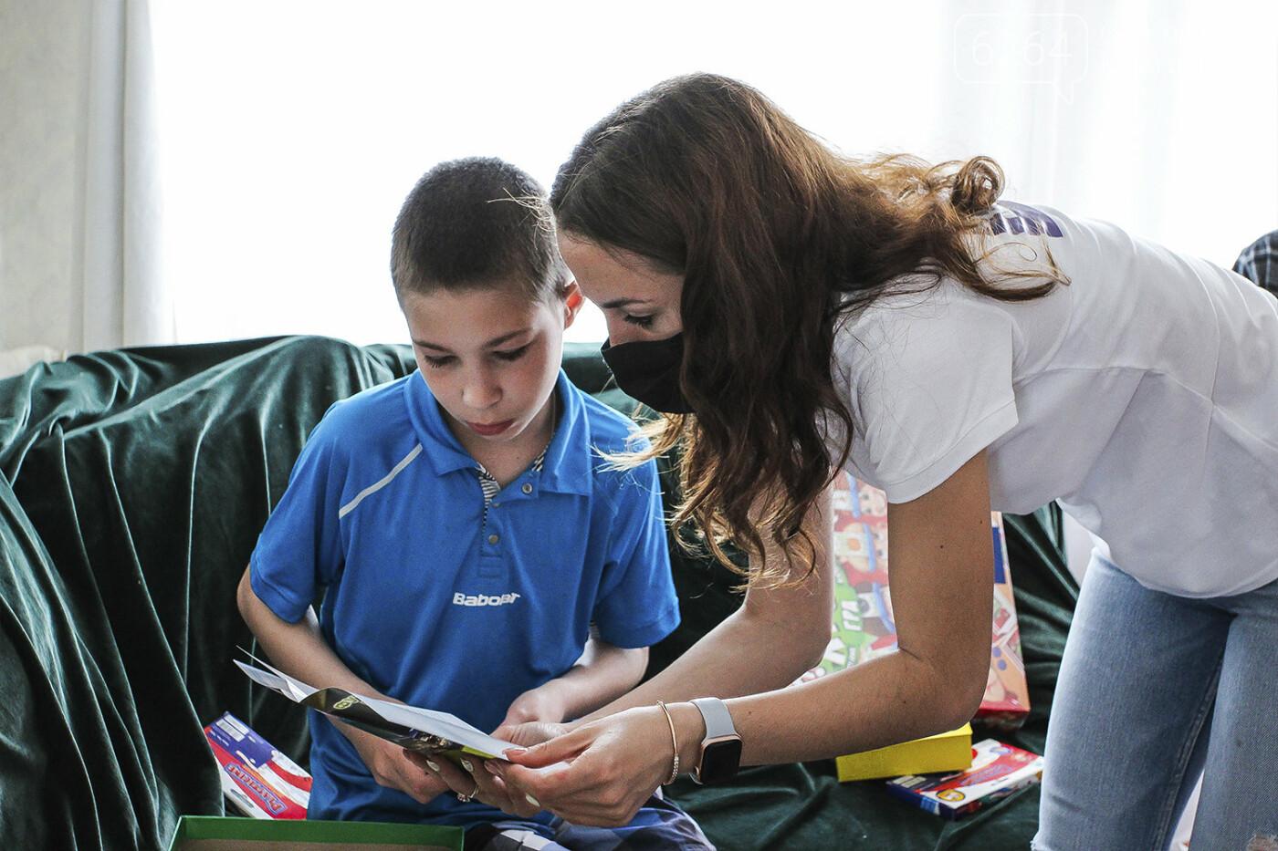 День защиты детей на Донетчине: подарки и поздравления от благотворителей и хоккеистов, фото-1