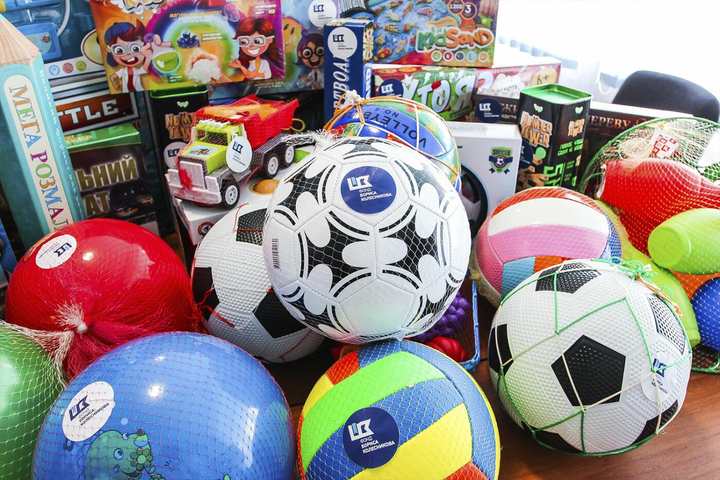 День защиты детей на Донетчине: подарки и поздравления от благотворителей и хоккеистов, фото-8