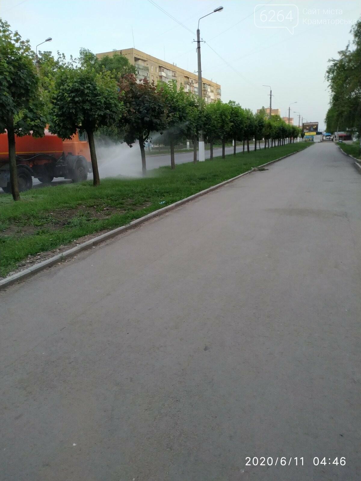 ФОТОФАКТ. У літню спеку в Краматорську вранці інтенсивніше поливають вулиці, фото-2
