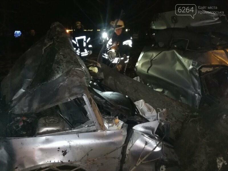 В Краматорске произошло смертельное ДТП:  спасатели деблокировали тело погибшего водителя, фото-1
