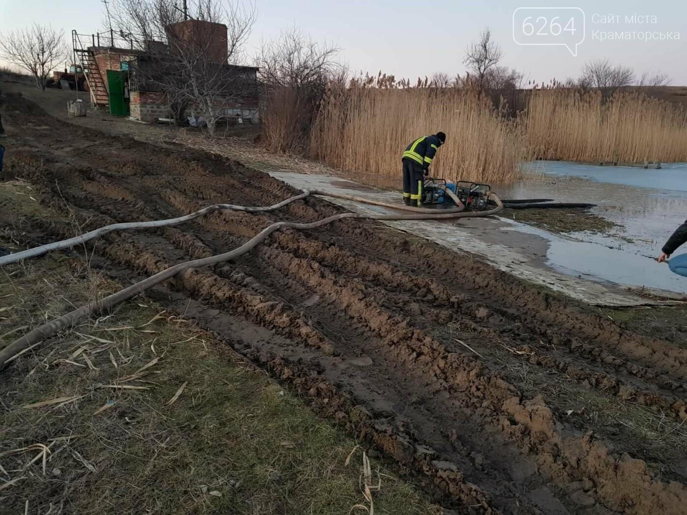 У Краматорському районі  рятувальники здійснили перекачування води для запобігання руйнуванню дамби та виходу води з берегів одного з місц..., фото-3