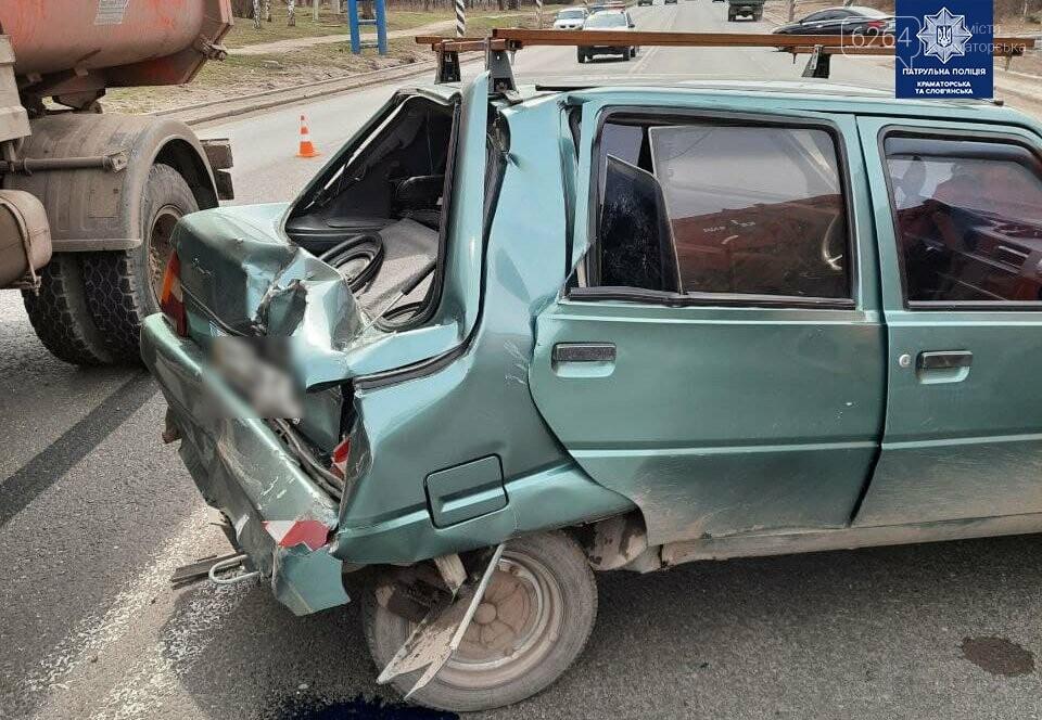 В Краматорске произошло ДТП: грузовик превысил скорость и въехал в легковушку, фото-1