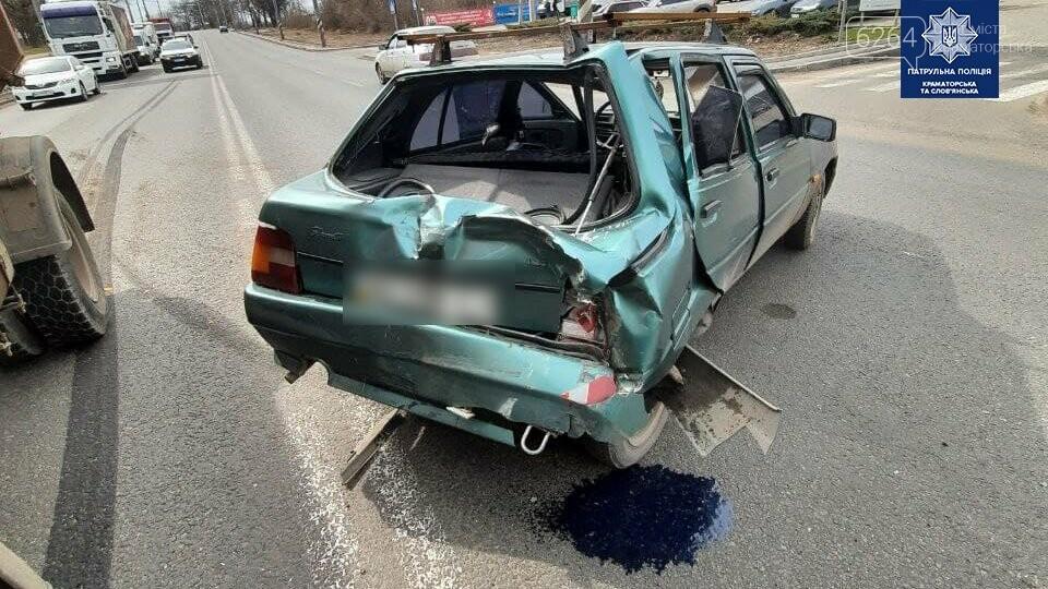 В Краматорске произошло ДТП: грузовик превысил скорость и въехал в легковушку, фото-2