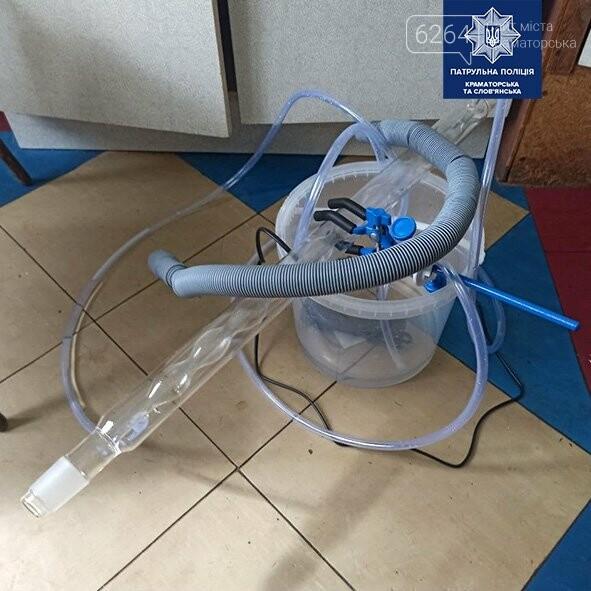 В Краматорске патрульные обнаружили мужчину, который, изготавливал наркотические вещества в своей квартире, фото-1