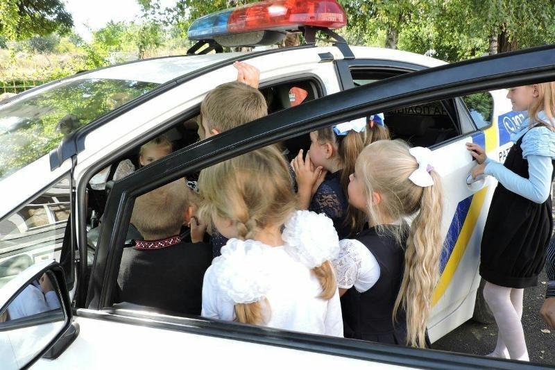 Полицейские повторяли правила дорожного движения с учащимися младших классов, фото-2