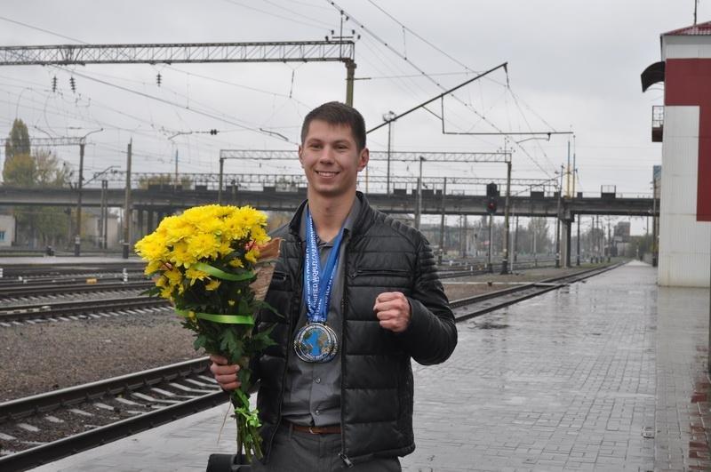 В Краматорске торжественно встретили многократного чемпиона мира по кикбоксингу, фото-2