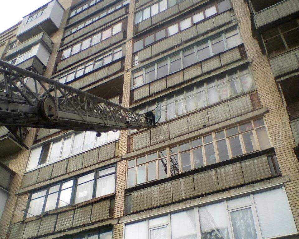 В Краматорске годовалый ребенок остался один в закрытой квартире, фото-1