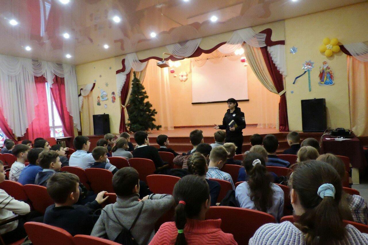 Правоохранители Краматорска рассказали школьникам о правовых азах законодательства, фото-1