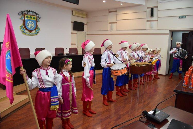 Дети Краматорска поздравили руководство, начальников отделов и управлений горсовета с Днем Святого Николая, фото-2